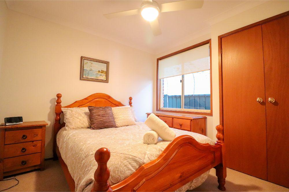 king fisher-lakehouse-chain-valley-bay-bedroom