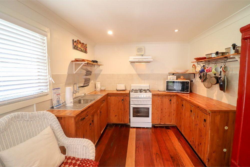 embrace-cottage-catherine-hill-bay-kitchen