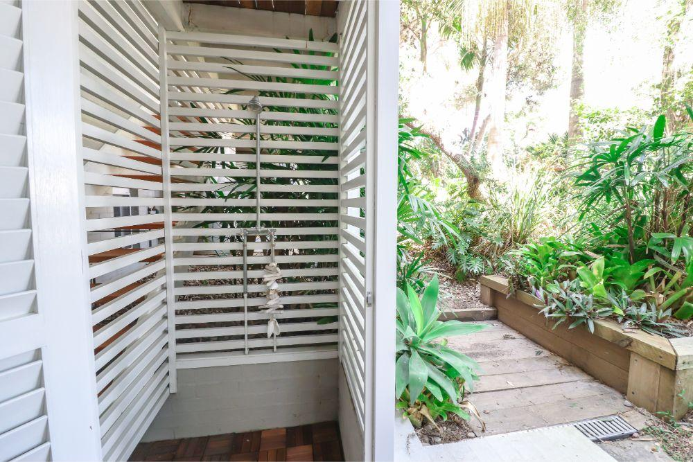 corella-studio-outdoor-shower