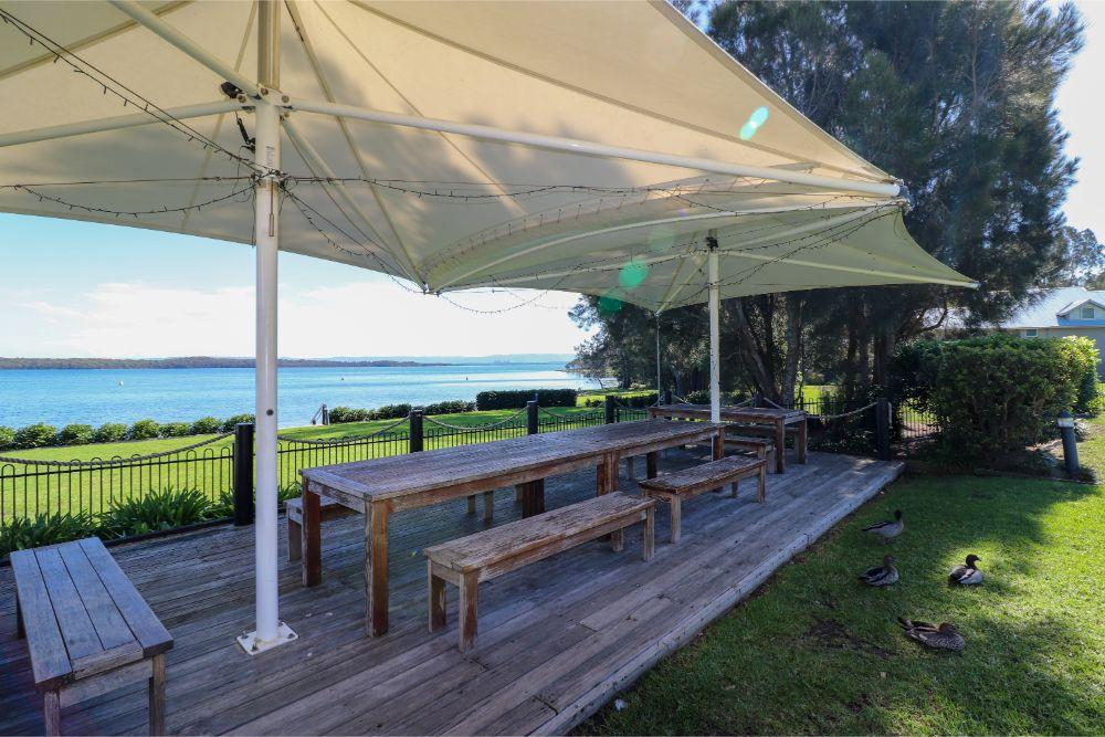 bluewater-villa-lakefront-seating