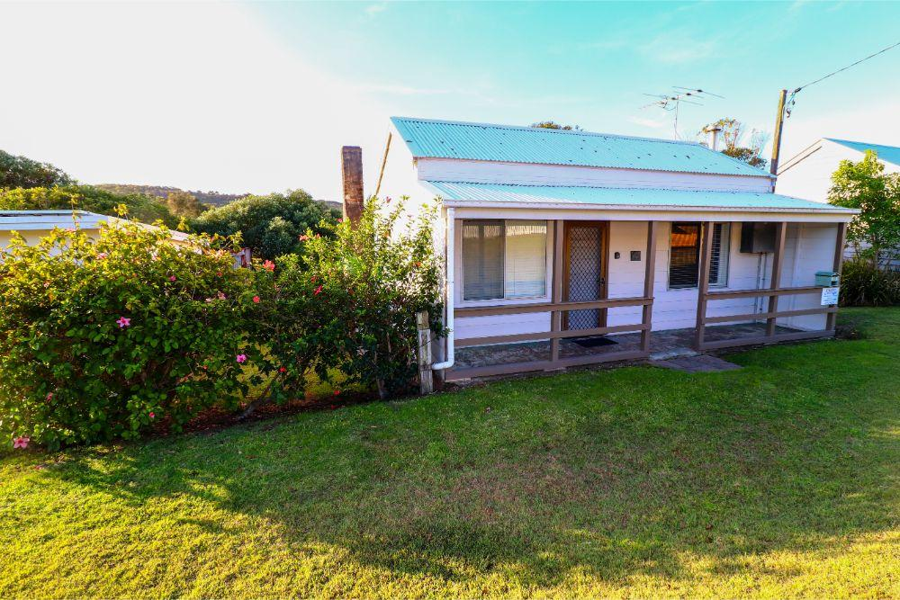 catho-cottage-catherine-hill-bay-front