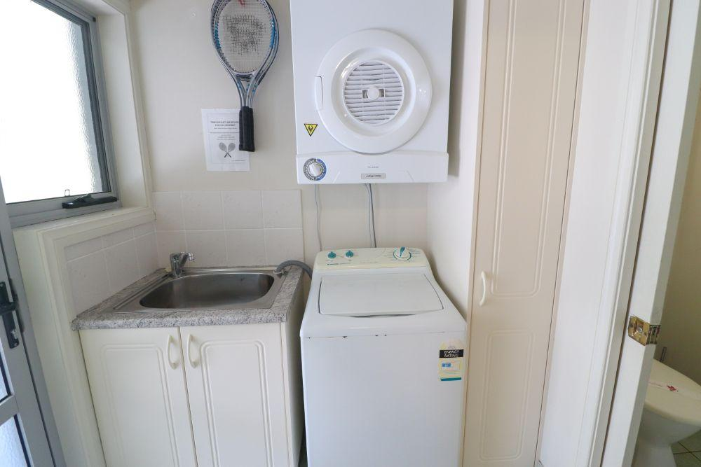 blackbutt-deluxe-family-townhouse-laundry-raffertys-resort