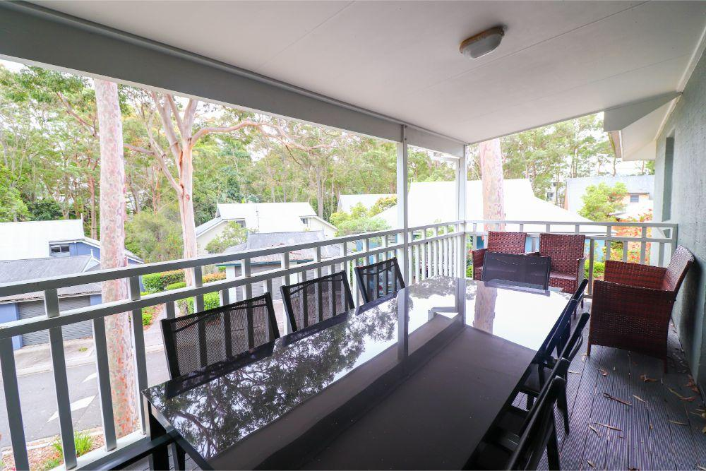 blackbutt-deluxe-family-townhouse-veranda-raffertys-resort