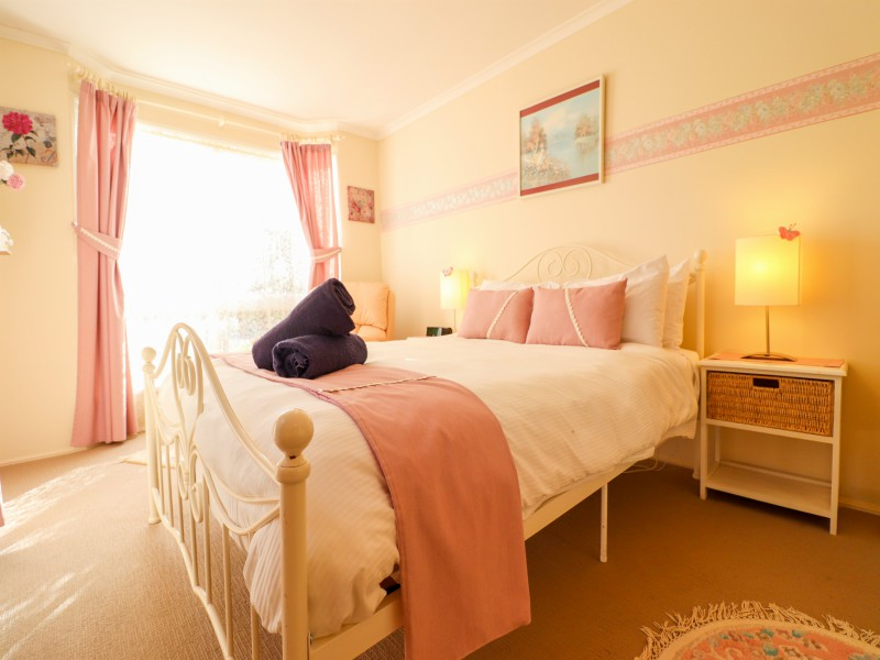 Main bedroom at Bromyard Cottage at Swansea has a queen size bed