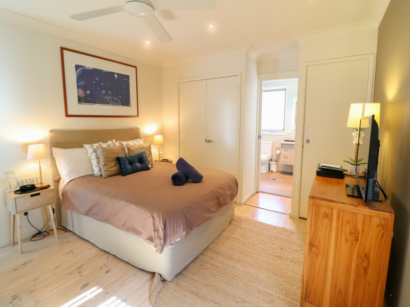 Main Bedroom with ensuite Surfside Caves Beach