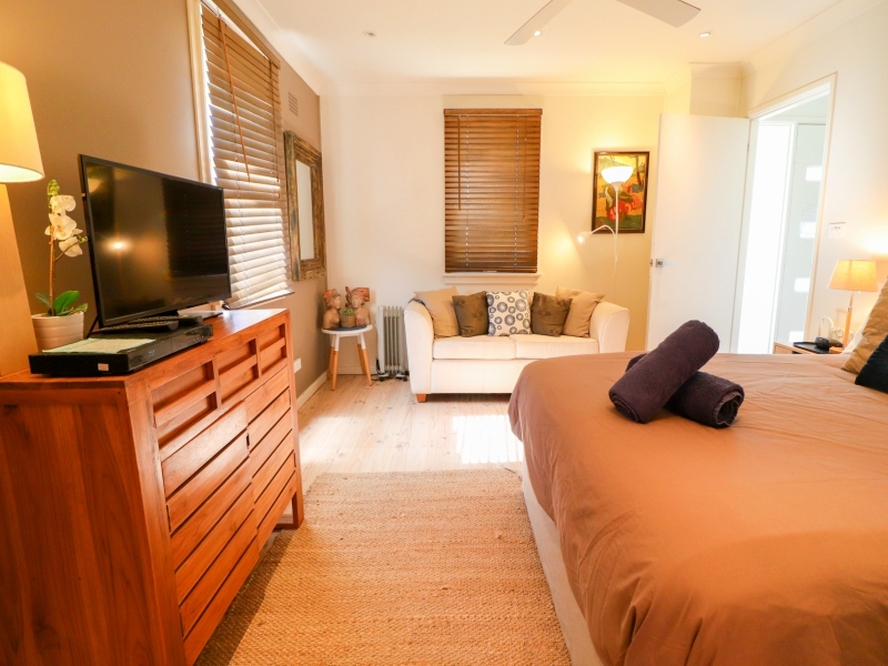 Caves Beach surfside main bedroom with TV