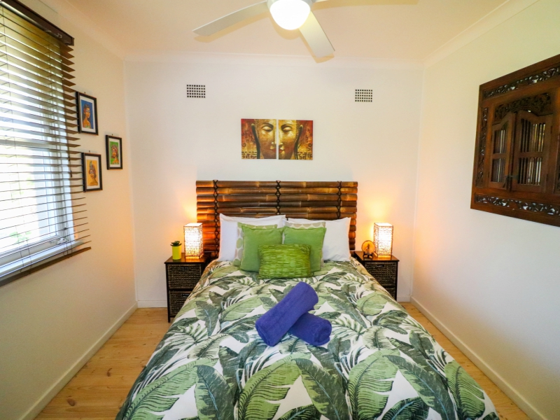 Caves Beach surfside queen bedroom