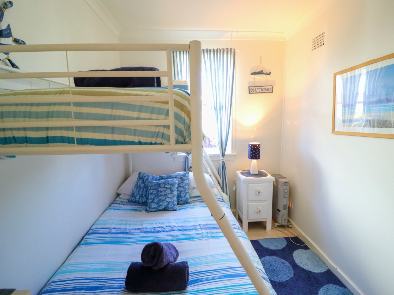 Surfside kids bedroom with tribunk