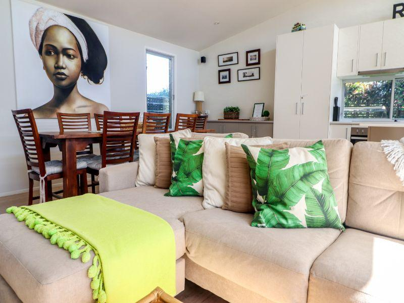 Modern for the perfect beach holiday Surfside Caves Beach